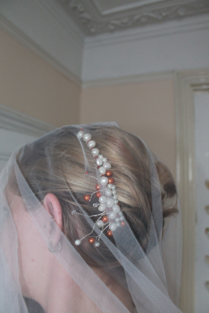 Bridal comb with freshwater pearls