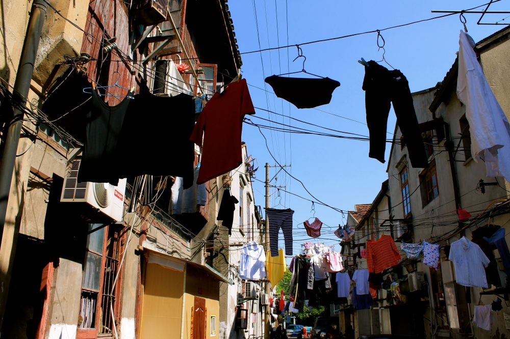 Cool neighbourhood we walked into, down a close alleyway. Amazing!